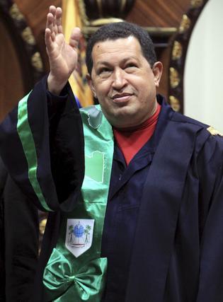 Hugo Chávez de visita oficial en Libia.  Foto: Efe/AFP/Reuters