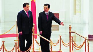 Chavez con Ju Hintao en su visita a China en 2008  Foto: AFP