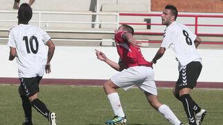 El San Roque gana al Cabecense (3-1) y se mete en la pelea por la liguilla  Foto: Paco Guerrero