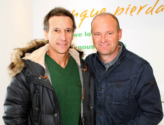 El exjugador bético Alfonso Pérez y Pepe Mel, entrenador del Betis.  Foto: Victoria Ramírez