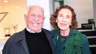 Emilio Butragueño, padre del exjugador del Real Madrid, con María Luisa Guardiola, presidenta de Andex.  Foto: Victoria Ramírez