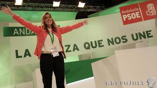 Aplausos a Susana Díaz.  Foto: L. Rivas
