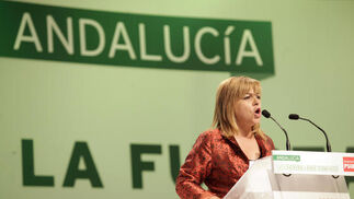 Elena Valenciano se dirige a sus compañeros.  Foto: L. Rivas