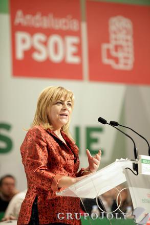Elena Valenciano, durante su discurso.  Foto: L. Rivas