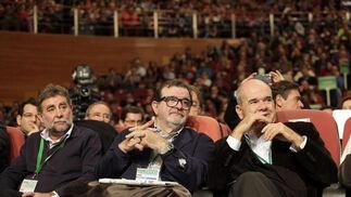 Francisco Fernández, de UGT-A, junto a Rodríguez de la Borbolla y Manuel Chaves.  Foto: L. Rivas