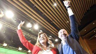 Díaz y Rubalcaba en el clausura del Congreso del PSOE-A.  Foto: L. Rivas