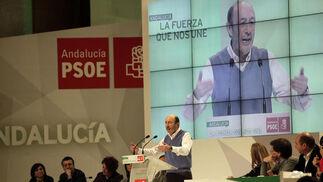 Intervención de Rubalcaba en el congreso del PSOE-A.  Foto: L. Rivas