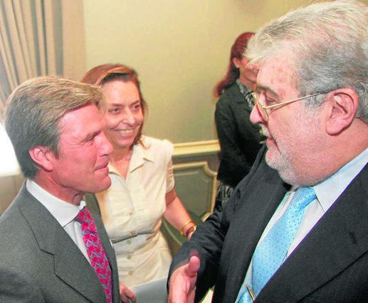 Con Juan Antonio Ruiz 'Espartaco' y Ana Gavín, directora general de la Fundación Lara./ Belén Vargas