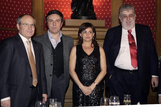 Con Felipe Benítez Reyes y Carmen Amoraga, en la ceremonia del Premio Nadal de 2007./ Efe