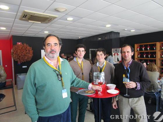 Gabriel González-Gordon con sus hijos Jaime y Guillermo, en compañía también de Nacho Blázquez.  Foto: Ignacio Casas de Cirio