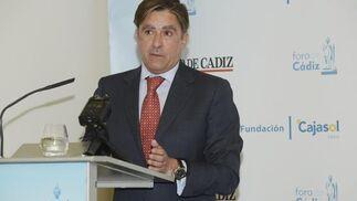 Manuel Estrella, presidente de la Audiencia Provincial de Cádiz, ayer durante su intervención en el Foro de Cádiz. / Joaquín Hernández 'Kiki'