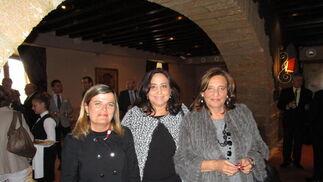 María de los Ángeles Perteguez, Marichu Morell y Lourdes Marín.