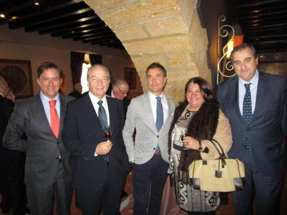 Manuel Estrella, Fernando Tesón, Ángel Núñez, Oliva Morillo y Fernando Bernal, durante el cóctel.