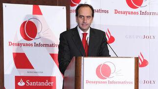 El director territorial del Banco Santander, Alberto Delgado.  Foto: Belén Vargas/Juan Carlos Vázquez