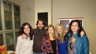 María José Benítez, Fabián Santana, Beatriz Estévez, Carmen Calvo y Macu Díaz, disfrutando del evento.