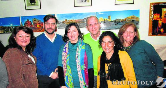 Aurelia Morales, Fran González, Victoria Rodríguez, Francisco Gómez, María José Cano y Esperanza Ruiz.