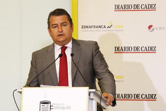 El delegado del Gobierno en Andalucía, Antonio Sanz, presentó a Ramos.  Foto: Joaquín Pino