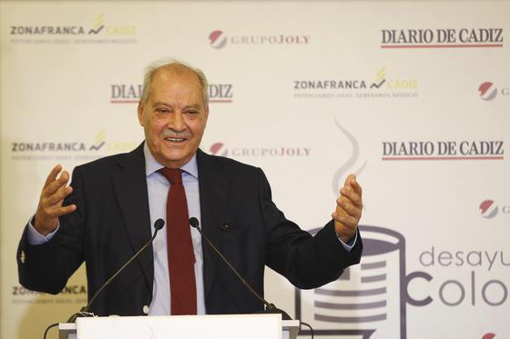 Jorge Ramos, durante su intervención en el desayuno coloquio celebrado en el Parador Atlántico de Cádiz.  Foto: Joaquín Pino