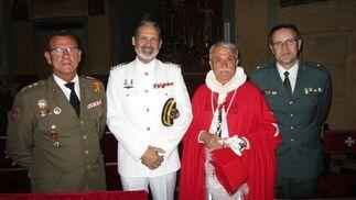 Fernando Caballero, Vicente Ortells, Gonzalo Díaz-Alersi y Eladio Gutiérrez tras finalizar la ceremonia.  Foto: Ignacio Casas de Ciria