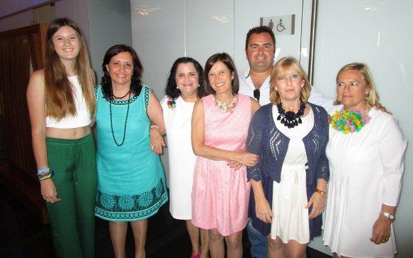 María Gutiérrez, Conchi Vargas, Conchi Sánchez, Mamen, Nina y Ana Gómez, y Keko Romero Sánchez.  Foto: Ignacio Casas de Ciria