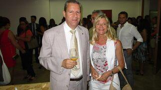 Antonio de María con Maite Azagra, durante el cóctel.  Foto: Ignacio Casas de Ciria