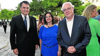 Los parlamentarios andaluces del Partido Popular Carlos Rojas, Virginia Pérez y Jaime Raynaud.   Foto: VICTORIA HIDALGO / JUAN CARLOS VAZQUEZ