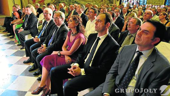 Un aspecto del público asistente al acto celebrado en el Alcázar de Sevilla.  Foto: VICTORIA HIDALGO / JUAN CARLOS VAZQUEZ