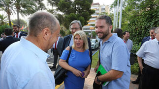 La alcaldesa de Jerez, Mamen Sánchez, a su llegada a las instalaciones del Hotel Jerez.  Foto: Pascual