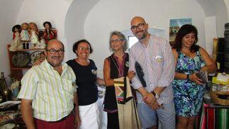 El colecionista Pepe Jiménez con Toñi del Castillo, Inma Gutiérrez y Javier Chacón.  Foto: Ignacio Casas de Ciria
