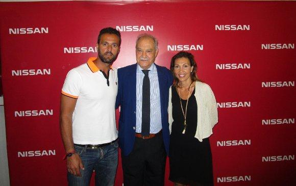 El futbolista Kiko Narváez con Jorge Ramos y Tania Barcelona.  Foto: Ignacio Casas de Ciria