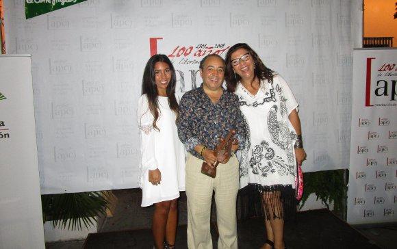 Rocío Hernández, el fotógrafo Kiki y Carmen Romero.  Foto: Ignacio Casas de Ciria
