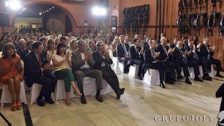 Panorámica del público que se congregó ayer en el Museo de Carruajes de Sevilla.  Foto: JUAN CARLOS VAZQUEZ / VICTORIA HIDALGO