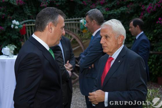 Francisco Arteaga, director territorial de Endesa en Andalucía, y Antonio Pascual, presidente de la Fundación Sevillana Endesa.  Foto: JUAN CARLOS VAZQUEZ / VICTORIA HIDALGO