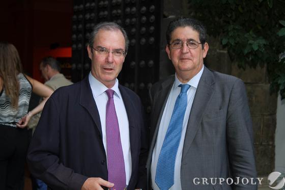El abogado Manuel Clavero Ternero y José Joaquín Gallardo, decano del Colegio de Abogados de Sevilla.  Foto: JUAN CARLOS VAZQUEZ / VICTORIA HIDALGO