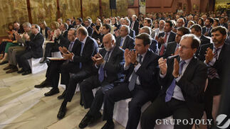 El público asistente aplaude durante el acto de entrega de los Premios a la Excelencia en las Pymes Andaluzas.  Foto: JUAN CARLOS VAZQUEZ / VICTORIA HIDALGO