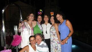 Fita Garzón, Inmay Alicia Estevez, Rocío y María José Ayora, Charo Bordallo y Fernando García.  Foto: Ignacio Casas de Ciria