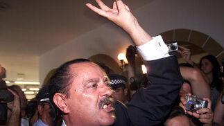 13-08-2003: Moción de censura  Crisis política en la Costa del Sol. Moción de censura que desbancó al que fuera alcalde de Marbella, Julián Muñoz. En la imagen, a la salida del Salón de Plenos.