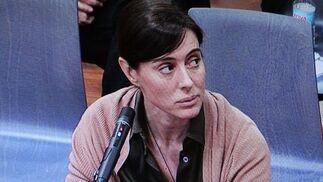 07-07-2011: Montserrat Corulla  Imagen tomada del monitor de televisión de la sala de prensa de la Audiencia. La abogada, considerada testaferro de Roca, durante su declaración del juicio.