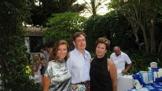 Mieke Buysse, el editor inglés Nicholas Foulker y su mujer.  Foto: Ignacio Casas de Ciria