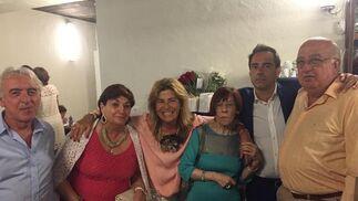 Pepe López, Carmen González, Mercedes Castillo, la homenajeada Menchu Salegui con su hijo Javier Bote  y Joaquín Abreu.  Foto: Ignacio Casas de Ciria