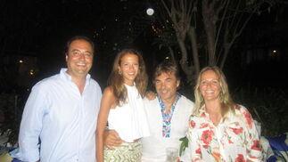 El abogado Ignacio Infante con su hija Patricia, Hubertus de Hohenlohe y Kinvarra Vaughan.  Foto: Ignacio Casas de Ciria