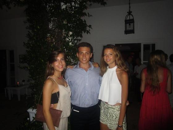 Los jóvenes Patricia Viana, Rodolfo Gandolfi y Catalina Infante.  Foto: Ignacio Casas de Ciria