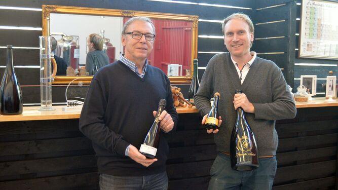 Mads Soerensen y Frederik Avenstrup muestran algunos de sus productos.