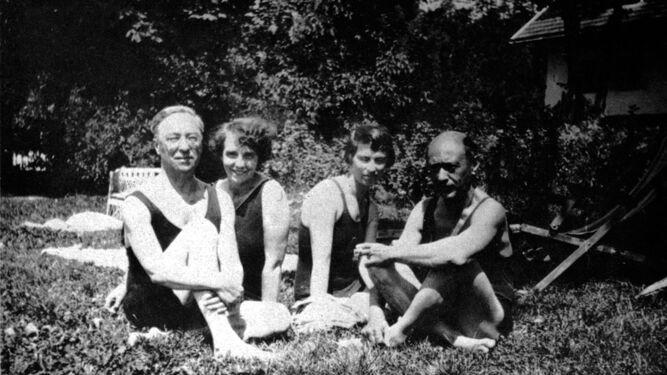 Kandinsky y Schönberg, con sus esposas, Nina y Gertrud, en una estampa veraniega.