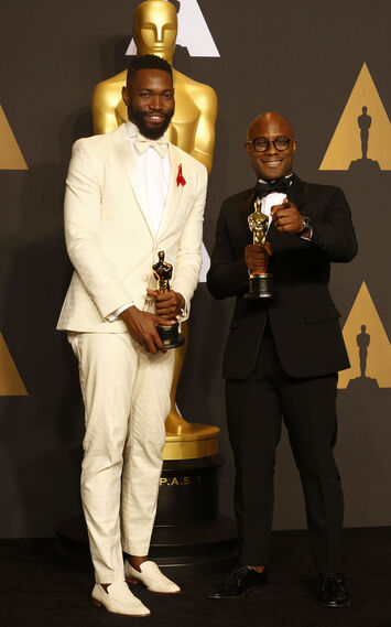 El director de 'Moonlight', Barry Jenkins, junto al guionista Tarell Alvin McCraney.