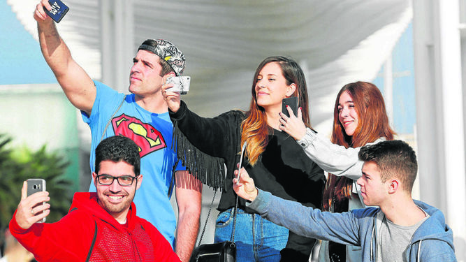 Cinco jóvenes 'youtubers' malagueños que arrasan en la Red.