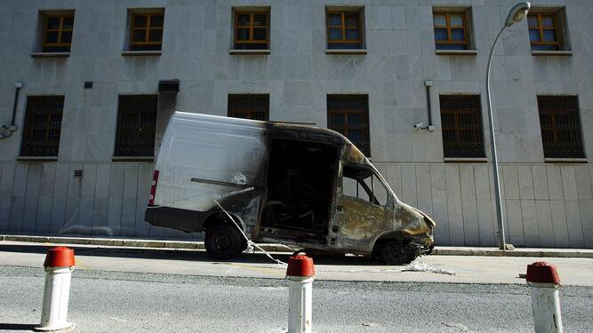 La furgoneta que al parecer sirvió para el transporte de la droga.