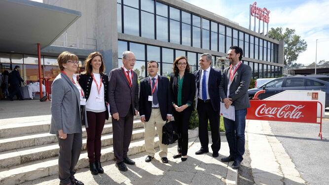 Un momento previo a la presentación del proyecto en la fábrica de Coca Cola en Málaga, con la presencia, entre otros, de Francisco de la Torre.