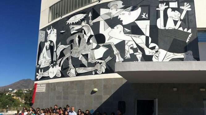 Estepona estrena un mural del 39 guernica 39 for Mural guernica