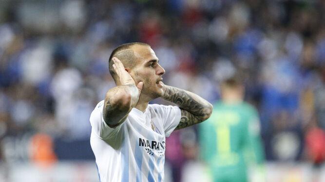 Sandro celebra su tanto con un gesto a la grada.